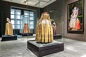 Ausstellung Macht & Mode
